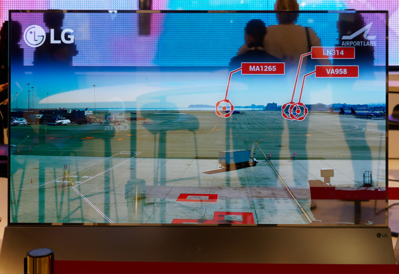 LG Shows Transparent OLED in Ground Control